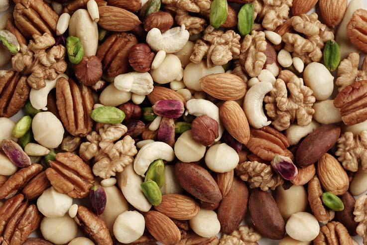 Ořechy a semena bez namáčení raději nejezte. Jinak vám hrozí tohle!