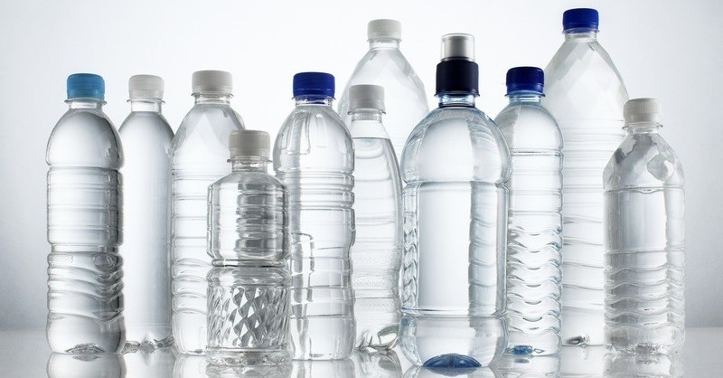 Proč nepít vodu zPET lahví? Pokud ne kvůli přírodě, tak pro tohle určitě