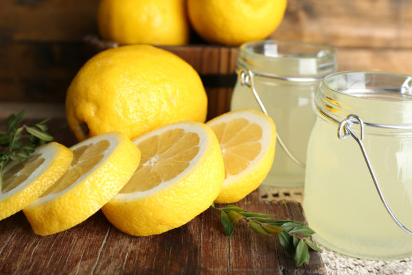 Pijte citrónovou šťávu místo užívání pilulek, pokud máte jeden ztěchto 15 problémů