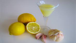 Citron a cesnek drink