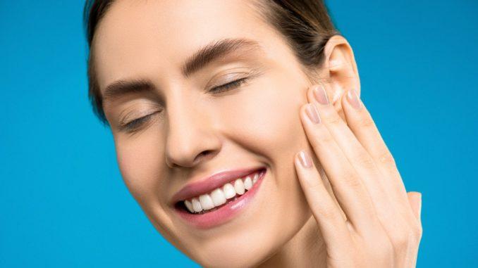 Získejte zářivě bílý úsměv a dokonalé zuby zpohodlí domova